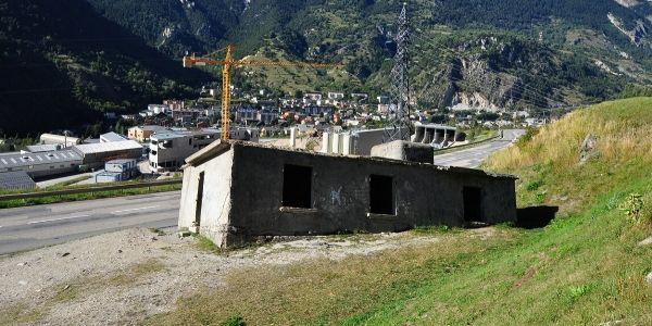 Maison penchée en Maurienne